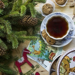 Пазл онлайн: Праздничное чаепитие