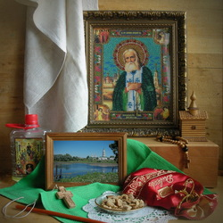 Пазл онлайн: Натюрморт с иконой Серафима Саровского