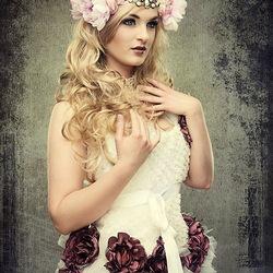 Пазл онлайн: Цветы на платье