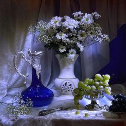 Пазл онлайн: Натюрморт с цветами и виноградом