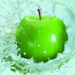 Пазл онлайн: Зеленое яблоко