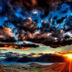 Пазл онлайн: Солнце сквозь тучи
