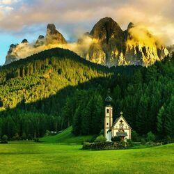 Пазл онлайн: Церковь в горах