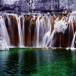 Пазл онлайн: Водопад и водоем