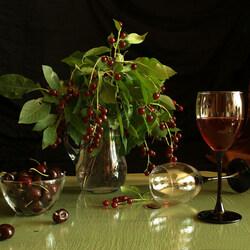 Пазл онлайн: Натюрморт с вишней и вином