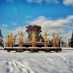 Пазл онлайн: Фонтан зимой
