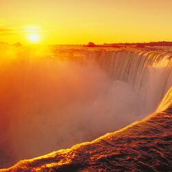 Пазл онлайн: Восход солнца над Ниагарским водопадом