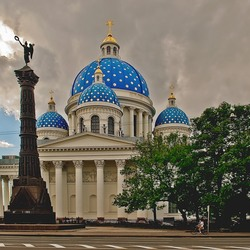 Пазл онлайн: Троицкий собор в Санкт-Петербурге.