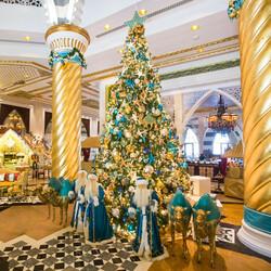 Пазл онлайн: Рождественская елка в отеле Дубая