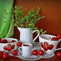 Пазл онлайн: Угощение томатным соком