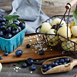 Пазл онлайн: Яблоки и сливы