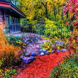 Пазл онлайн: Осенний дворик