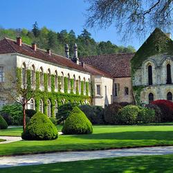 Пазл онлайн: Фонтене — аббатство во Франции