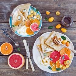 Пазл онлайн: Блины с фруктами