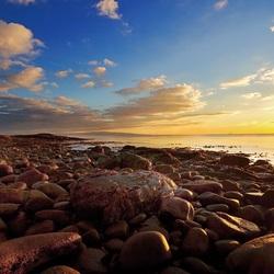 Пазл онлайн: Солнце на камнях