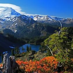 Пазл онлайн: Белые вершины гор