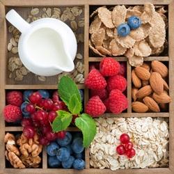 Пазл онлайн: Овсянка с ягодами и орехами
