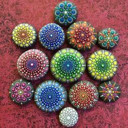 Пазл онлайн: Роспись камней