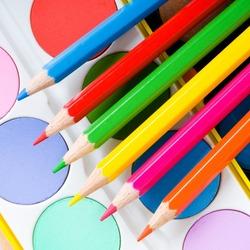 Пазл онлайн: Краски и карандаши