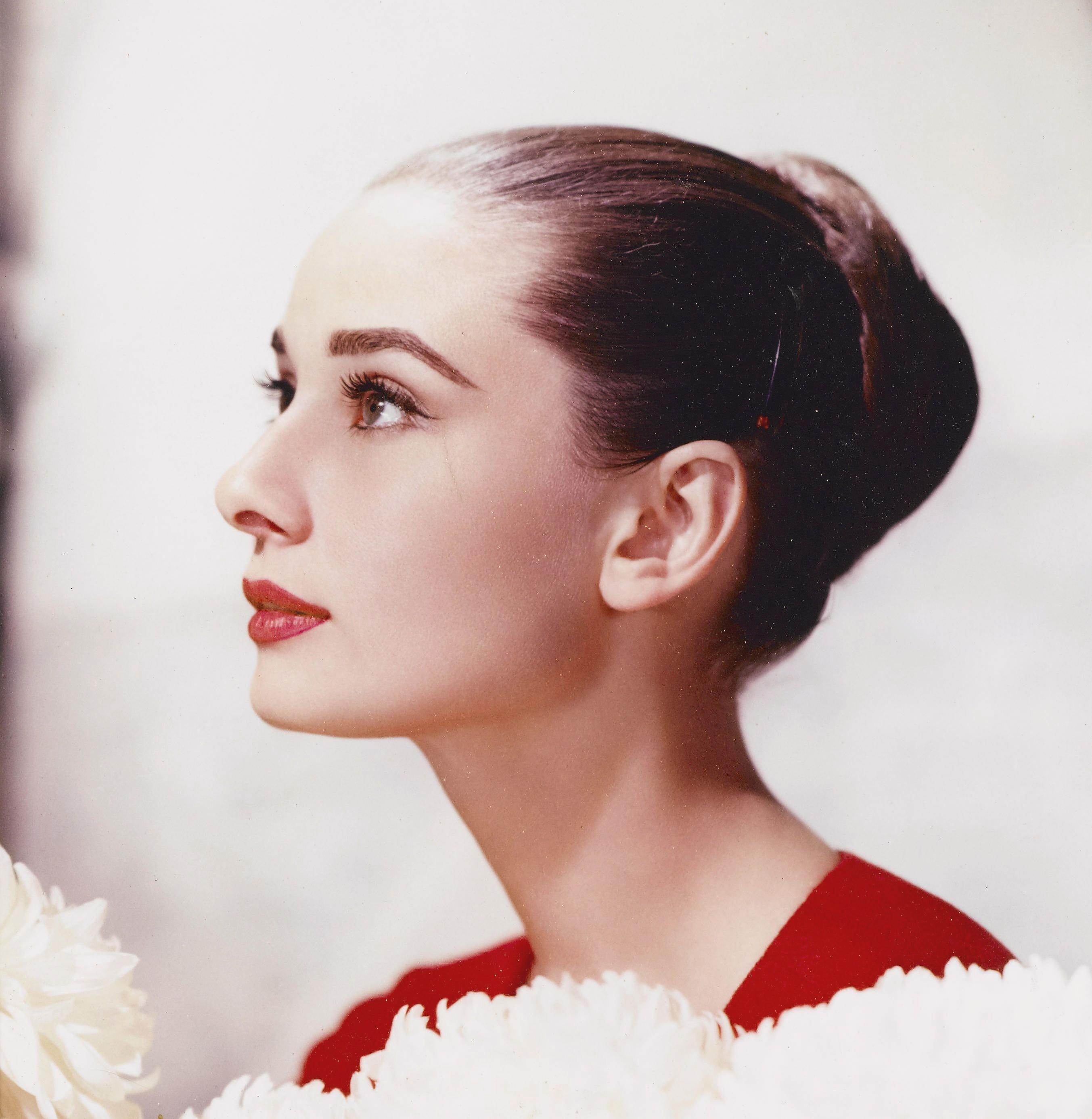 Audrey hepburn hair color
