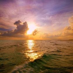 Пазл онлайн: Солнечная дорожка на море