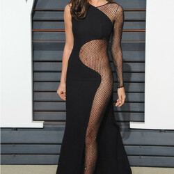 Пазл онлайн: Платья звезд