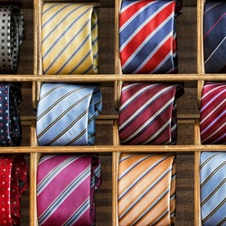 Пазл онлайн: Рулончики галстуков
