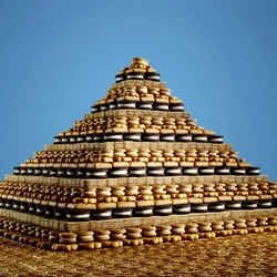 Пазл онлайн: Пирамида из печенья