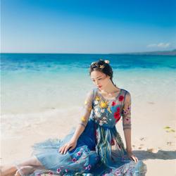Пазл онлайн: Девушка у моря