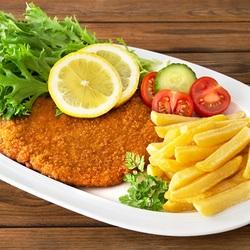 Пазл онлайн: Шницель с картошкой фри