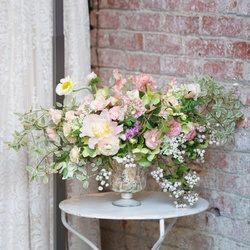 Пазл онлайн: Цветы на столе