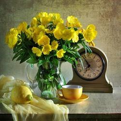 Пазл онлайн: В летний солнечный денек золотой расцвел цветок
