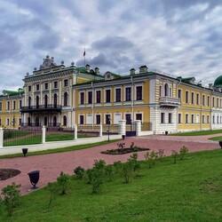 Пазл онлайн: Императорский путевой дворец в Твери