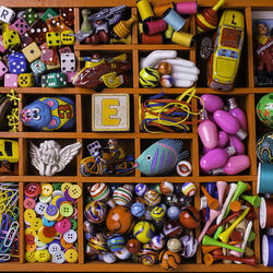 Пазл онлайн: Мелочи в коробке