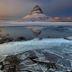 Пазл онлайн: Стекло льда