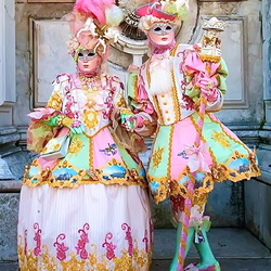 Пазл онлайн: Маски и костюмы Венецианского карнавала
