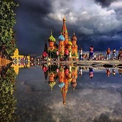 Пазл онлайн: Храм Василия Блаженного в отражении