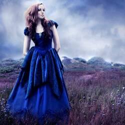 Пазл онлайн: В синем платье