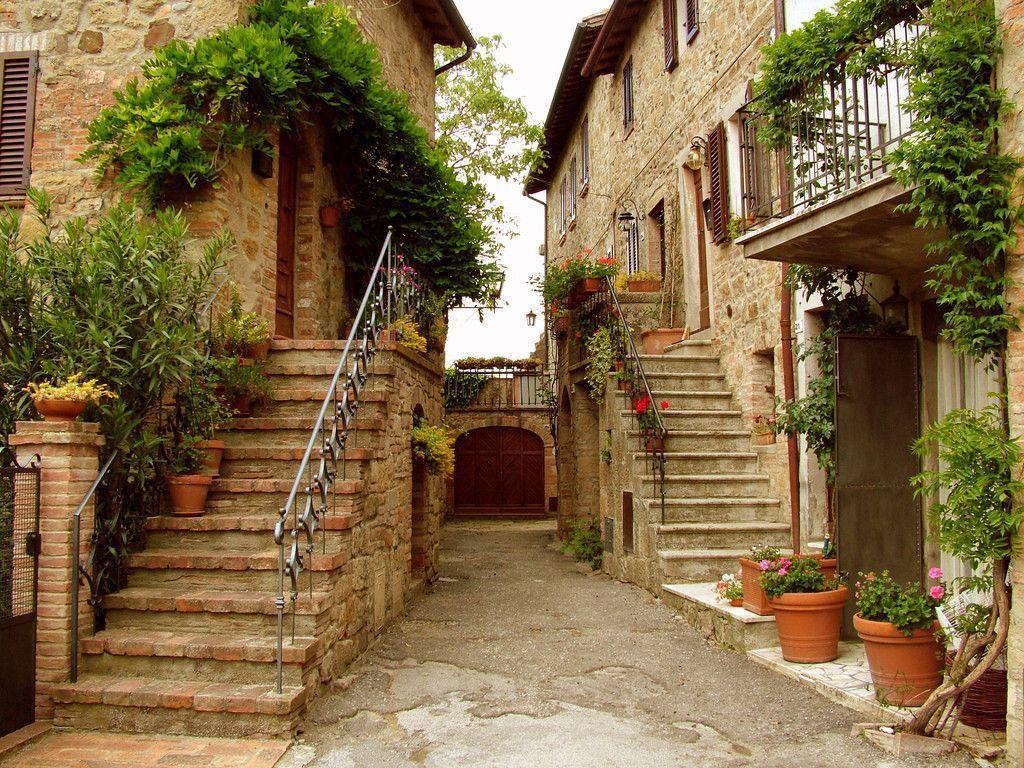 хотя красивые фото итальянских двориков нет, мебель