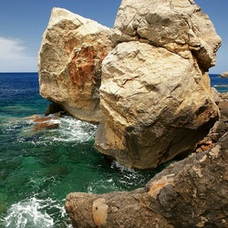 Пазл онлайн: Камни по берегу