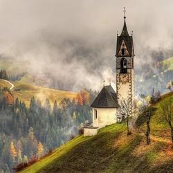 Пазл онлайн: Пасмурный день в альпийской деревне