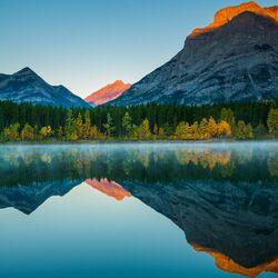 Пазл онлайн: Зеркальное отражение гор