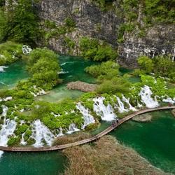 Пазл онлайн: Экскурсия к водопаду