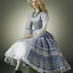 Пазл онлайн: Кукла Варя