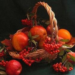 Пазл онлайн: Рябино-яблочная композиция