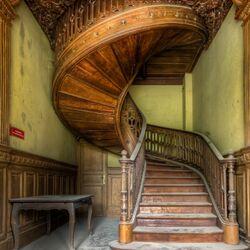 Пазл онлайн: Старинная лестница