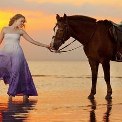 Пазл онлайн: Девушка с конем