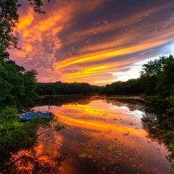 Пазл онлайн: Небо в реке