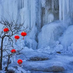 Пазл онлайн: У замерзшего водопада