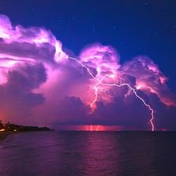 Пазл онлайн: Южная ночь с молнией